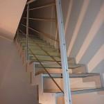 vista scala con gradino in vetro