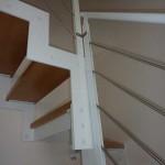 gradini in legno tipo faggio con vernice trasparente