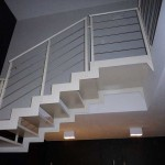 dettaglio supporto gradini in metallo per gradino in ceramica