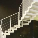 esempio scala con gradino in ceramica levigata